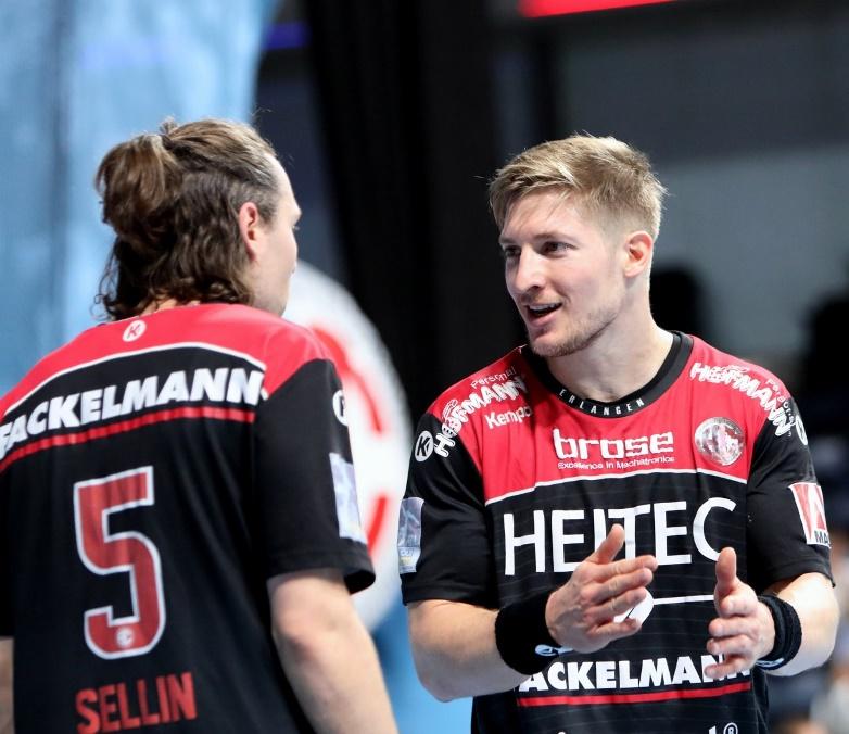 (Jocki_Foto, Erlangen) – Sein Einsatz ist noch fraglich: Kreisläufer Jan Schäffer (rechts)