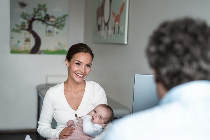 Eltern sollten sich von ihrem Kinder- und Jugendarzt beraten lassen.